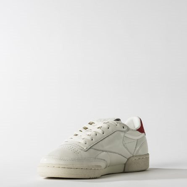 ... Reebok CLUB C 85 TG Vintage BS7033. •Color  WHITE RED. •Size   UNISEX  Size. •Width   Medium. •Condition   New In Box d9203d3a5
